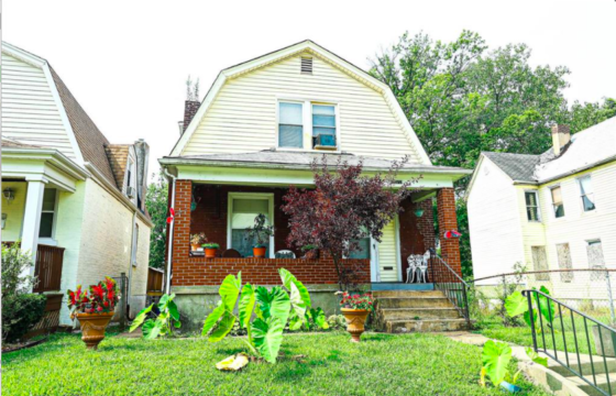 6208 Bailey, St Louis 63121-5602